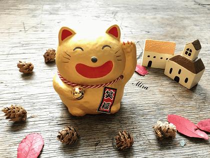 Mèo Maneki Neko màu vàng cầu tiền tài