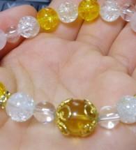 Vòng đá phong thủy hạt vàng