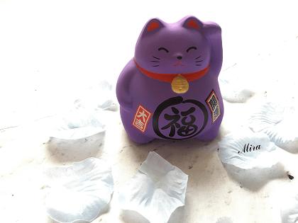 Mèo Maneki Neko bụng phệ cầu tình duyên