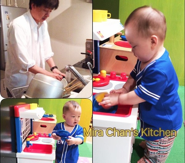 Tập cho em bé rửa chén