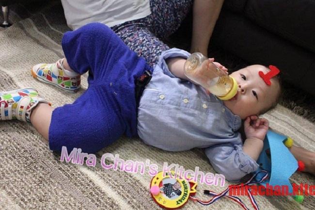 Cai sữa cho bé sau 1 tuổi là như thế nào