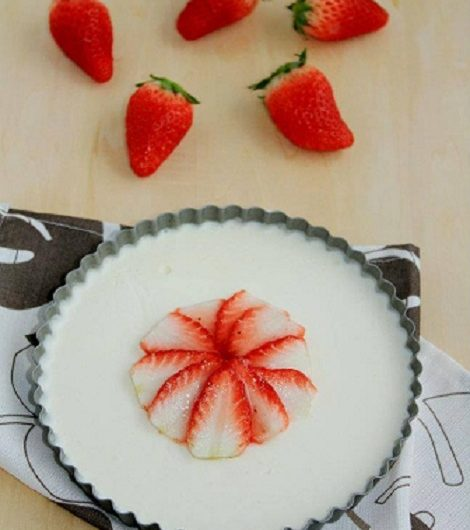 Strawberry soy milk cake