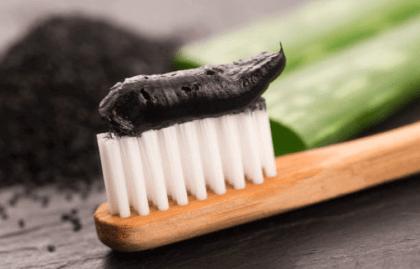 Kem đánh răng trắng răng than tre Nhật Bản