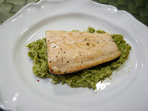 cá hồi sốt bông cải xanh
