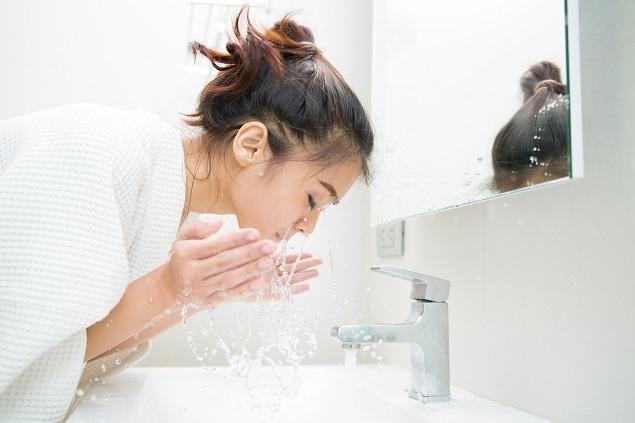 rửa mặt cho da khô