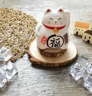 Mèo Maneki Neko trắng bụng phệ cầu sức khỏe