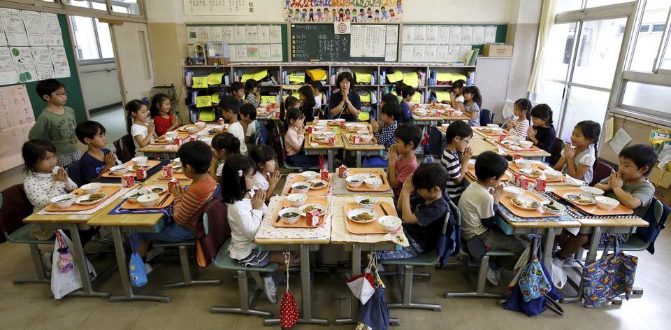bữa trưa của trẻ em Nhật