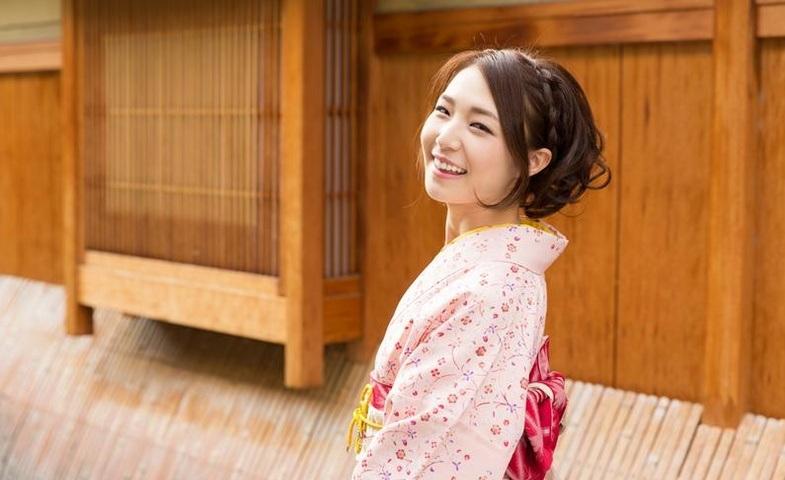tính cách phụ nữ Nhật - chụp hình Yukata