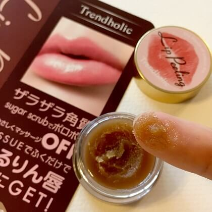 Tẩy tế bào chết môi của Nhật