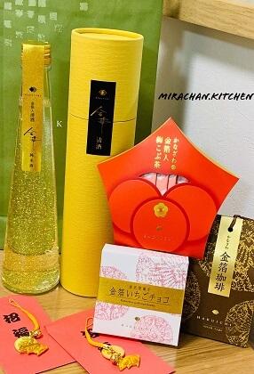 Rượu sake chứa lá vàng