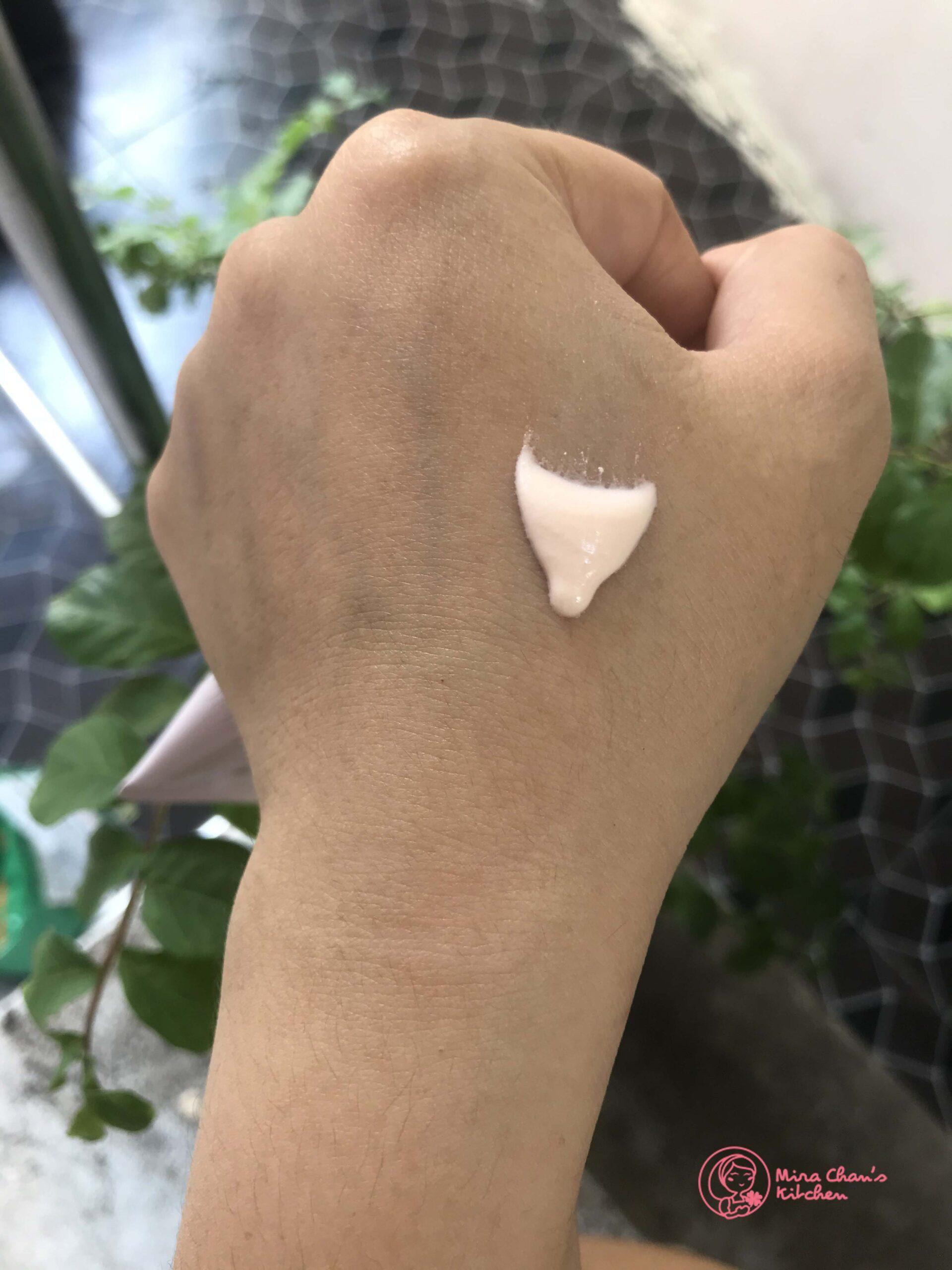review kem chống nắng ALLIE - chất kem
